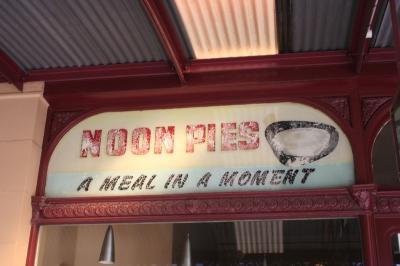 Noon pies ghostsign