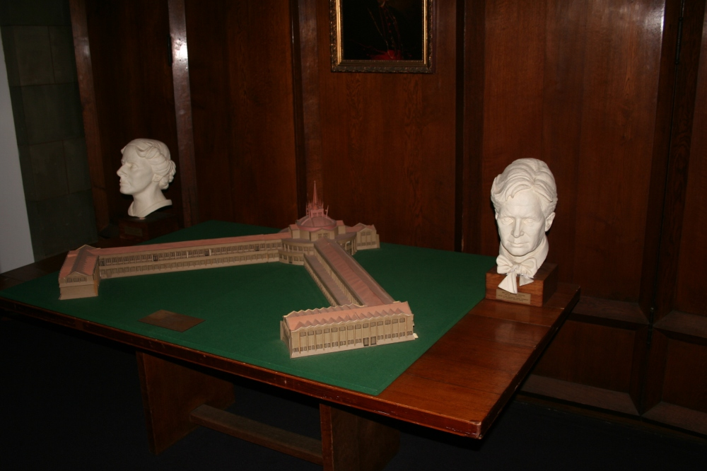 Busts of Marion Mahony Griffin and Walter Burley Griffin, along with their model of the college.
