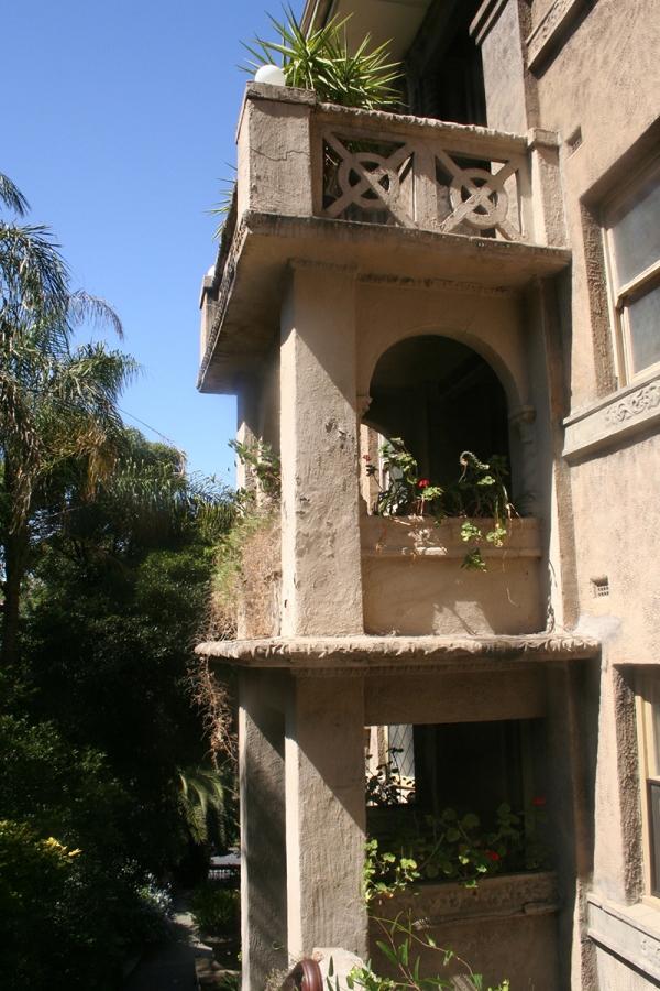 Beverley-hills-balconies