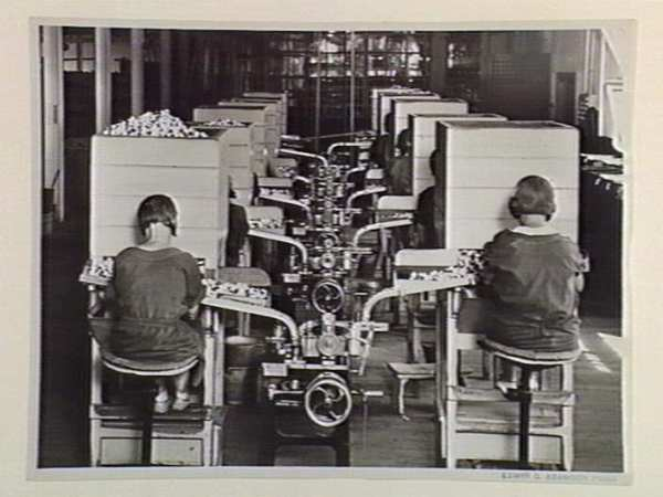 Bryant-May_workers_1920s