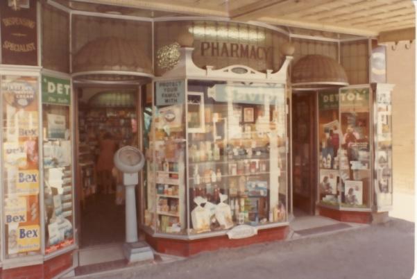 Brinsmead-shopwindow-1975